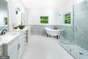 Luxury/Spacious Master w/oversized shower - 8746 BROOK RD, MCLEAN
