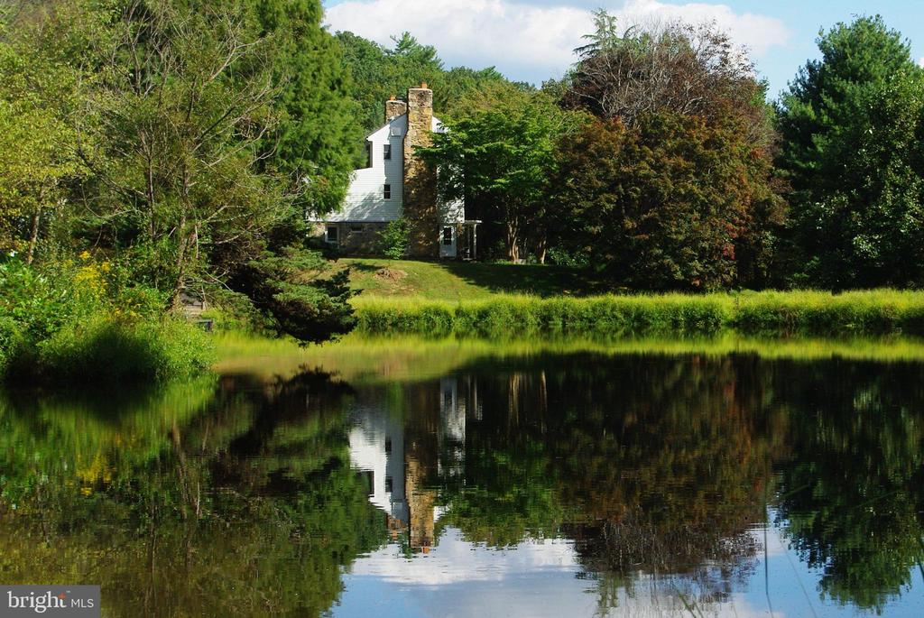 Historic Spruce Hill Farm dates from 1798 - 21 ANNIES LN, SPERRYVILLE