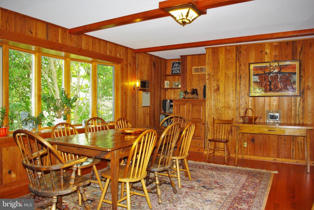 Large dining room with room for a long table - 21 ANNIES LN, SPERRYVILLE