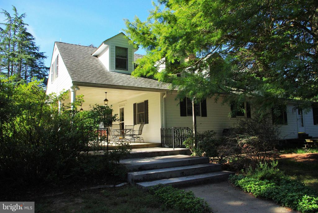 The front steps - 21 ANNIES LN, SPERRYVILLE