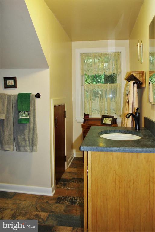 Upstairs full bath - 21 ANNIES LN, SPERRYVILLE