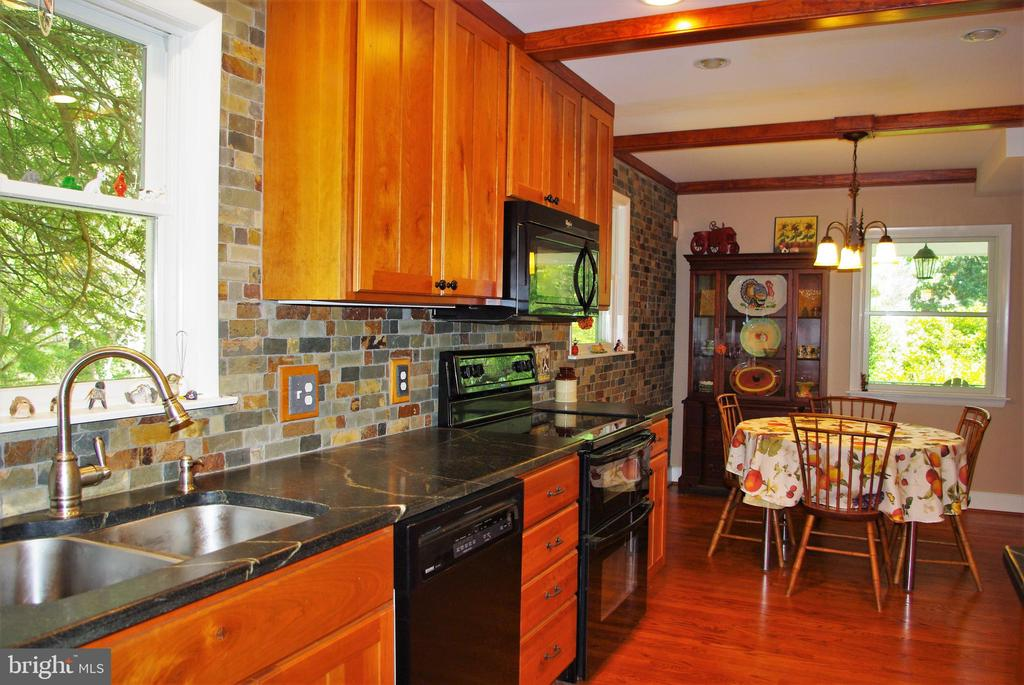 The kitchen was renovated in 2012 - 21 ANNIES LN, SPERRYVILLE