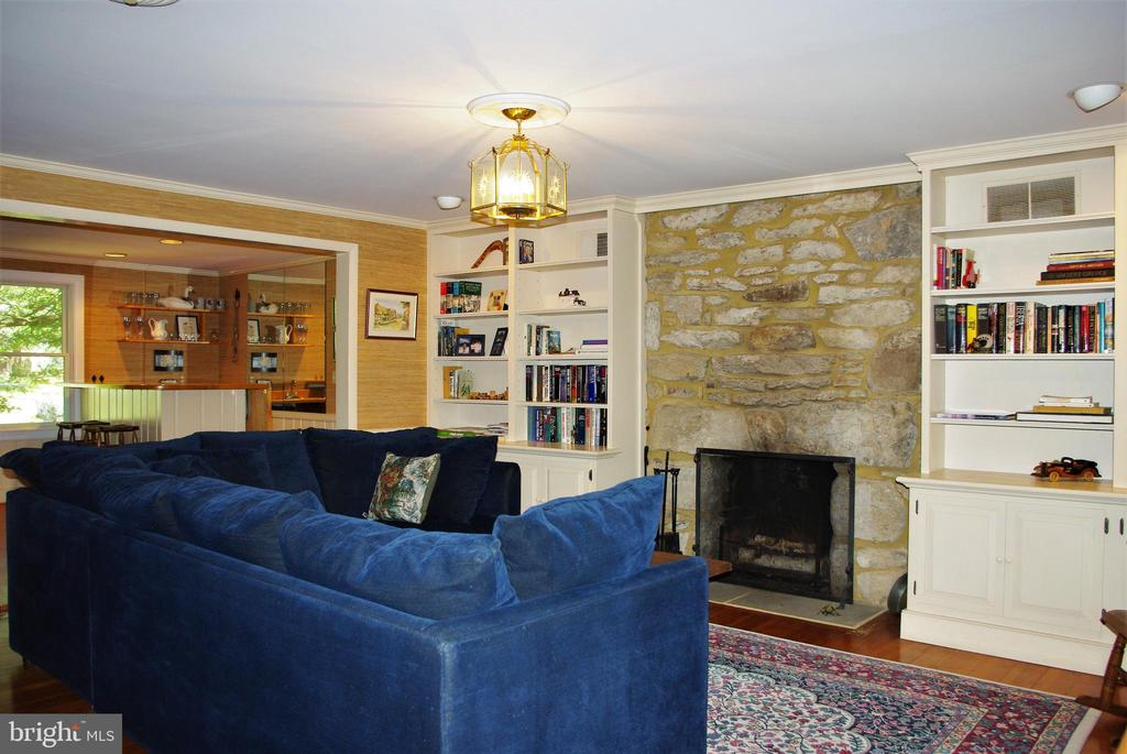 Original fieldstone fireplace - 21 ANNIES LN, SPERRYVILLE
