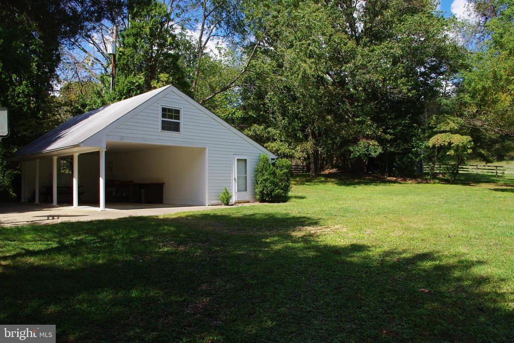 Carport and workshop with water and electricity - 21 ANNIES LN, SPERRYVILLE