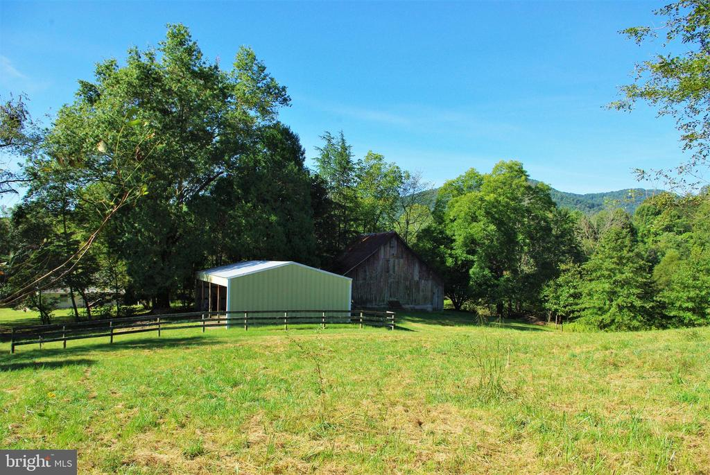 Four-bay machine shed and barn - 21 ANNIES LN, SPERRYVILLE