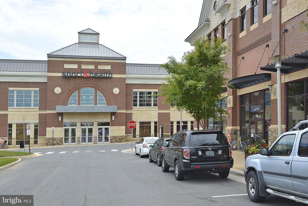 Shopping center close by - 22641 BLUE ELDER #201, ASHBURN