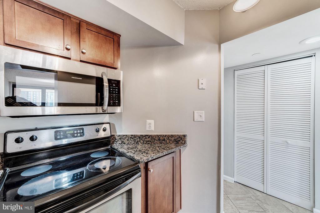Kitchen - 1001 N RANDOLPH ST #1003, ARLINGTON