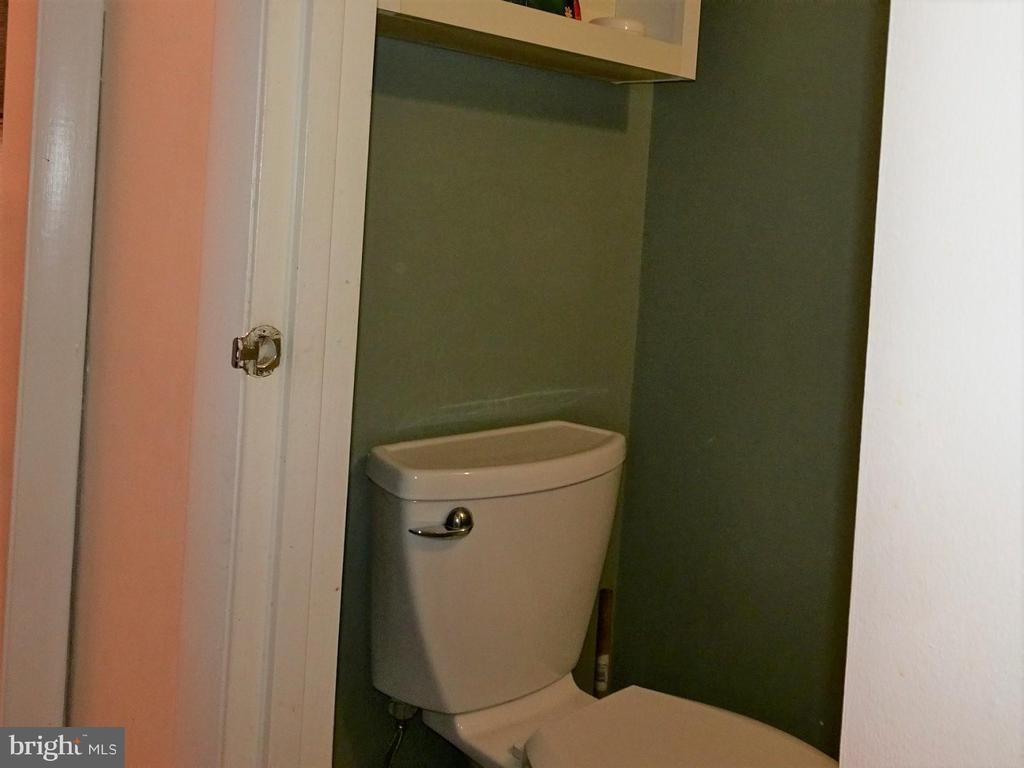 Updated half bath - 9746 HAGEL CIR #E, LORTON