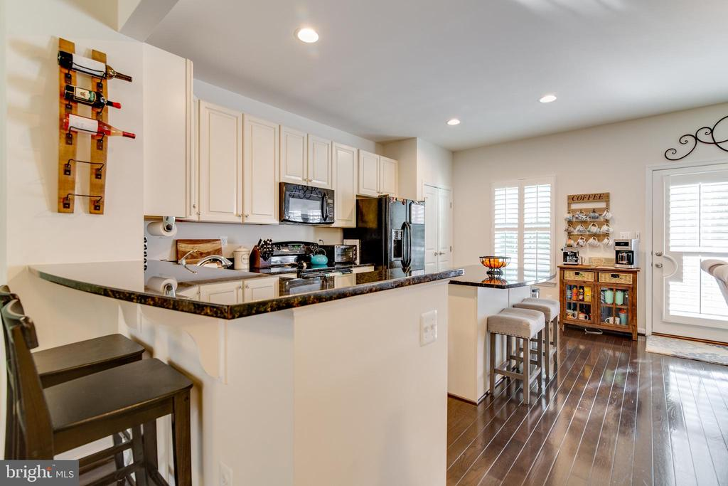 Granite breakfast bar - 4624 ALLIANCE WAY, FREDERICKSBURG