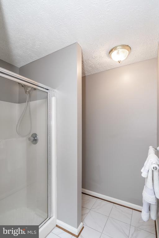 Master Bath with separate shower - 119 FOXHOUND DR, GLEN BURNIE