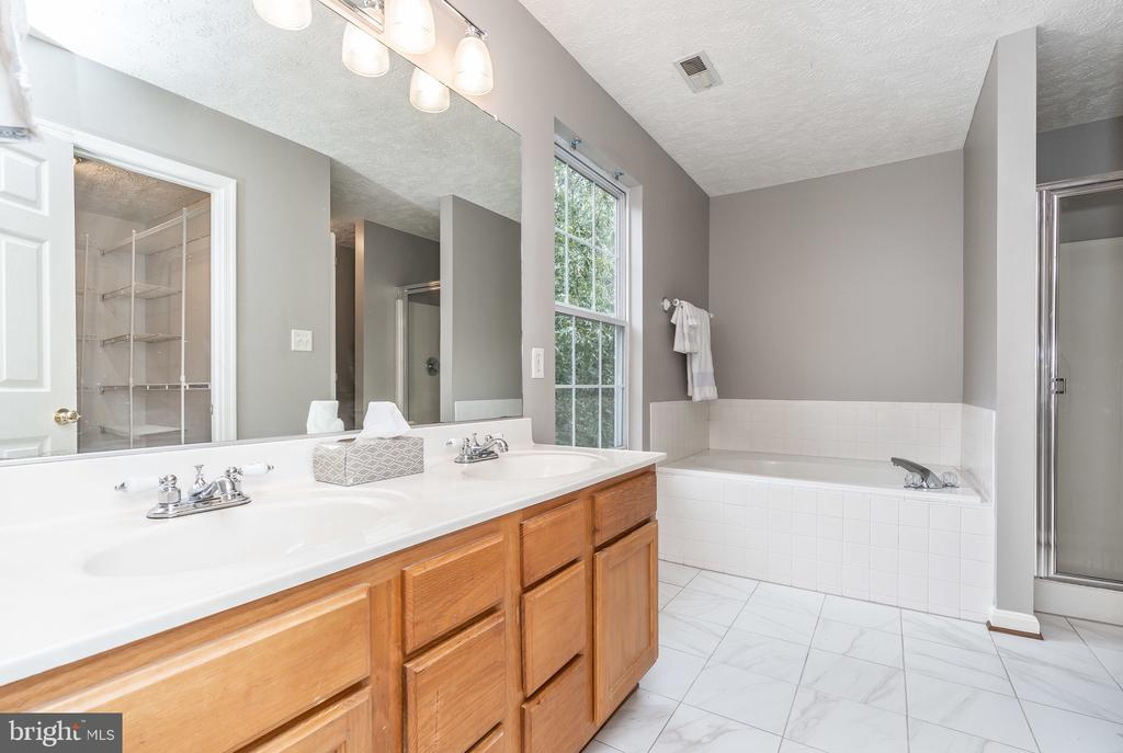 Master Bath - 119 FOXHOUND DR, GLEN BURNIE