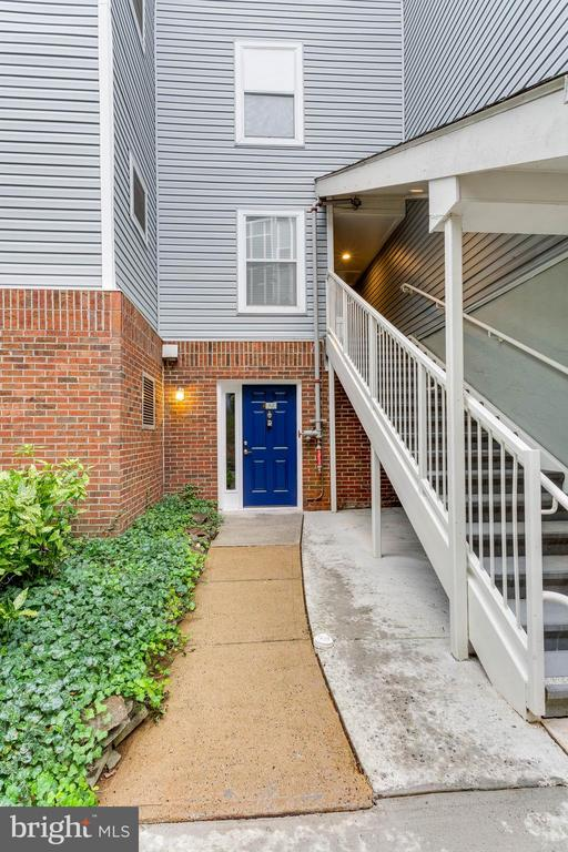 The cutest entrance to your new home! - 10248 APPALACHIAN CIR #1-A3, OAKTON