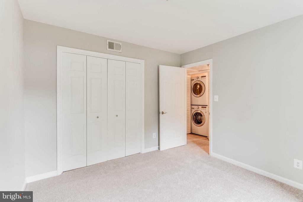2nd bedroom opens right into hallway - 10248 APPALACHIAN CIR #1-A3, OAKTON