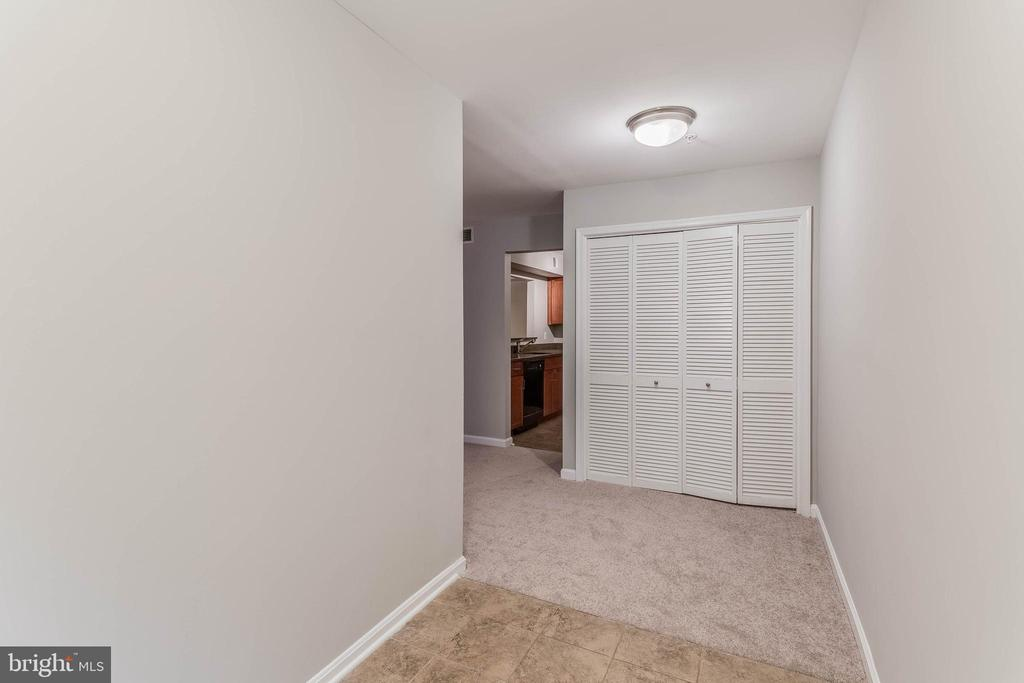 The foyer is light and bright! - 10248 APPALACHIAN CIR #1-A3, OAKTON