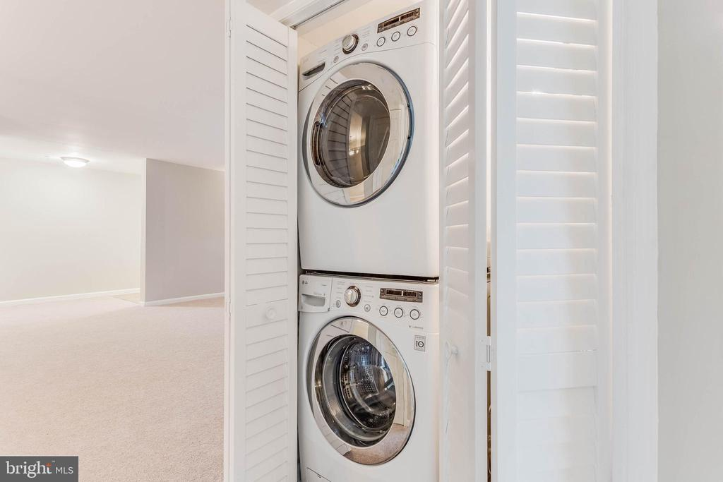 Full size washer and dryer is great! - 10248 APPALACHIAN CIR #1-A3, OAKTON