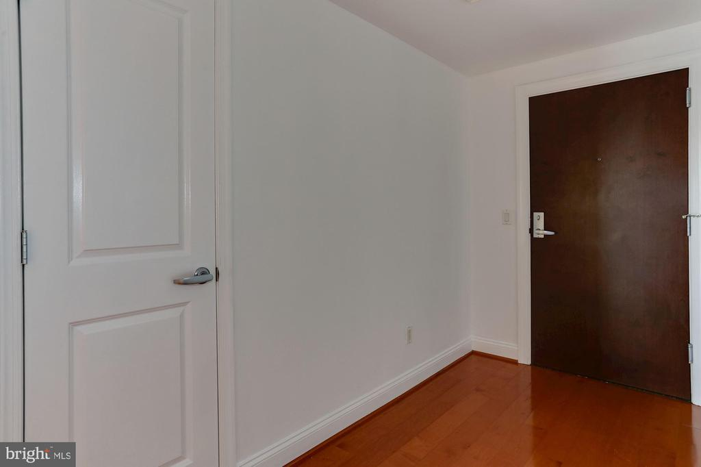 Foyer / Entry - 1020 N HIGHLAND ST #524, ARLINGTON