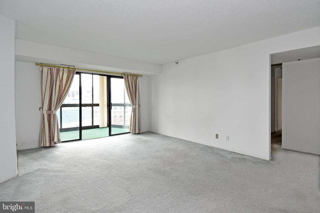 Another View of Living Room - 900 N STAFFORD ST #2430, ARLINGTON