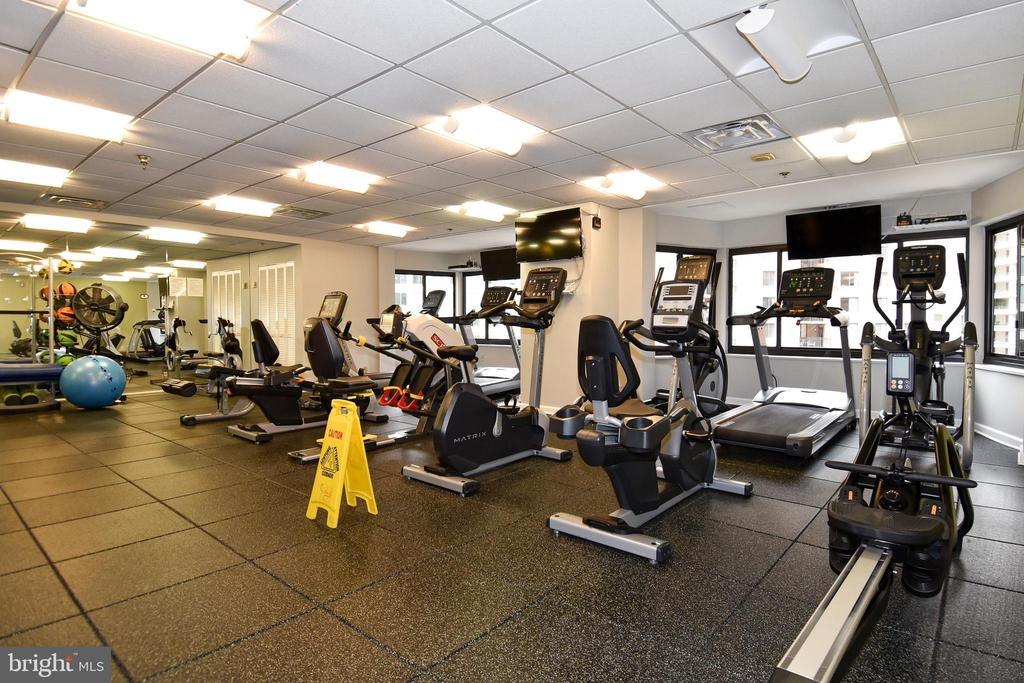 Building's exercise room - 900 N STAFFORD ST #2430, ARLINGTON