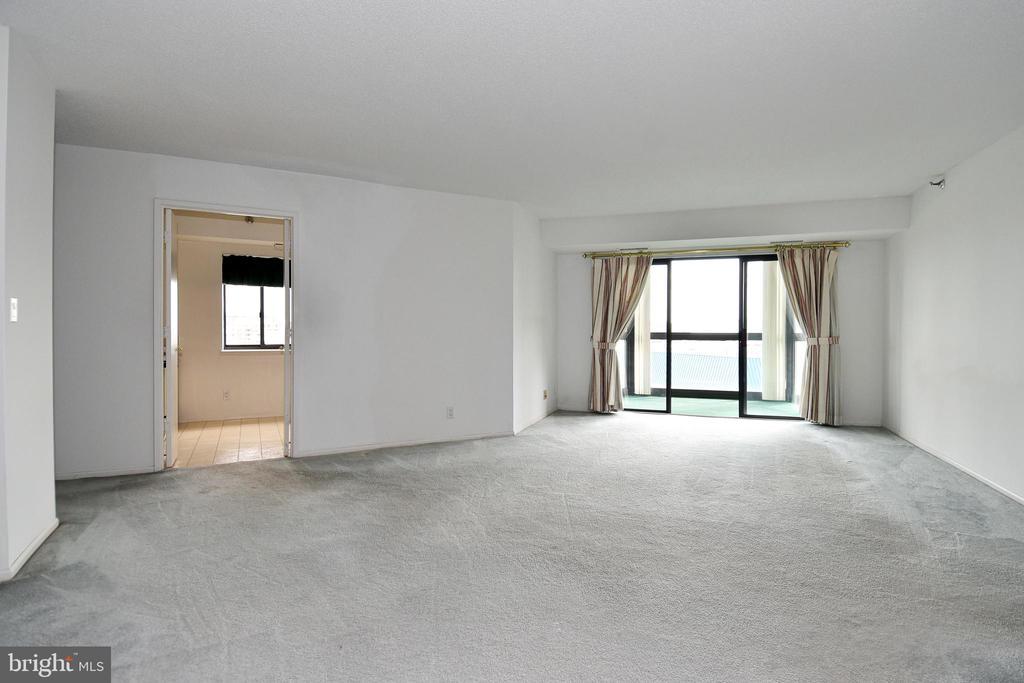 Un-staged view with kitchen through the doorway - 900 N STAFFORD ST #2430, ARLINGTON