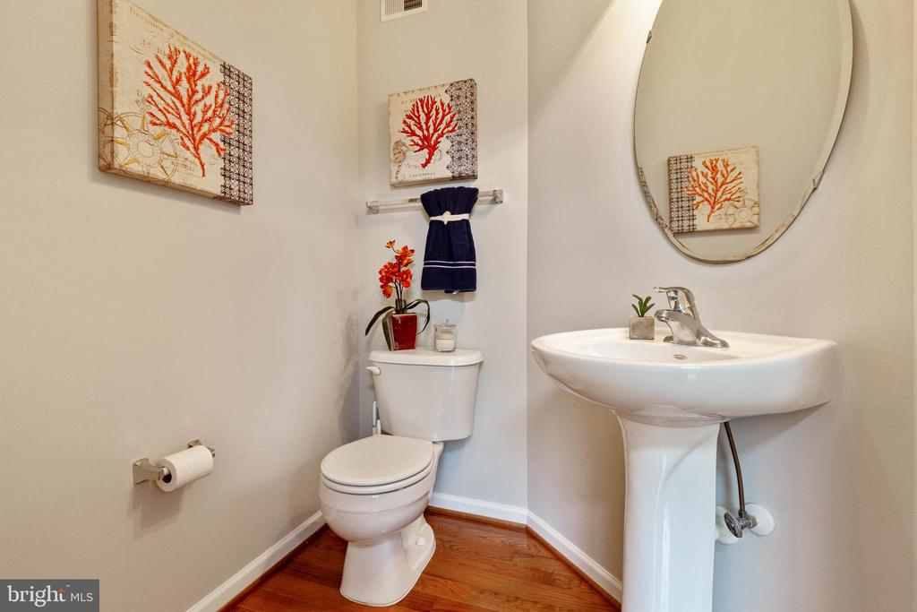 Powder Room - 2229 POTOMAC CLUB PKWY #32, WOODBRIDGE