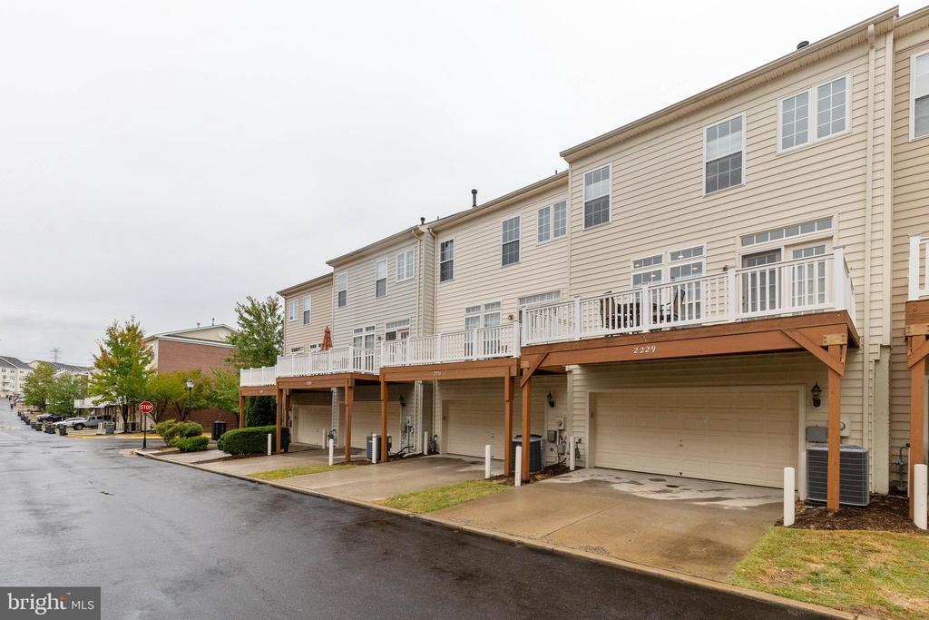 Exterior Rear - 2229 POTOMAC CLUB PKWY #32, WOODBRIDGE