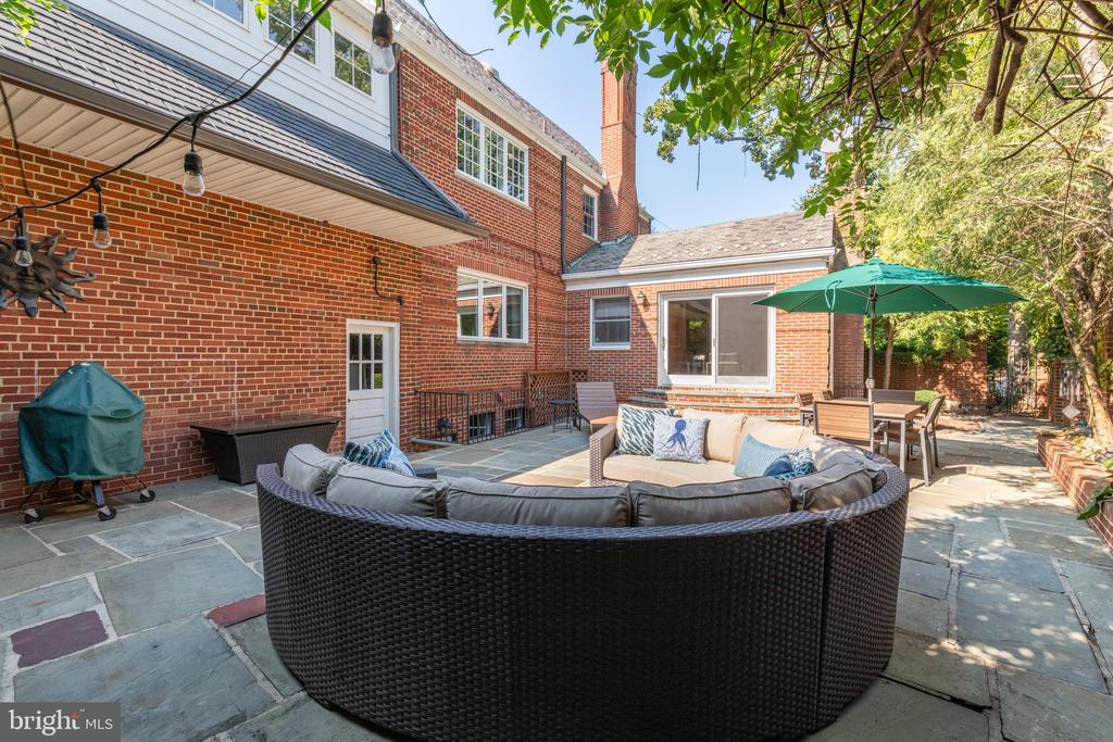 Lots of room for outdoor entertaining! - 830 W BRADDOCK RD, ALEXANDRIA