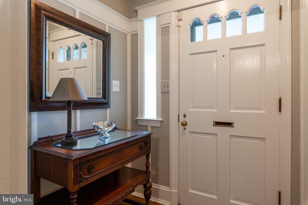 Foyer entry with coat closet - 830 W BRADDOCK RD, ALEXANDRIA