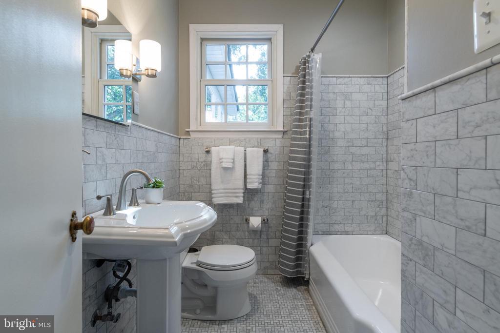 Updated hallway bath - 830 W BRADDOCK RD, ALEXANDRIA