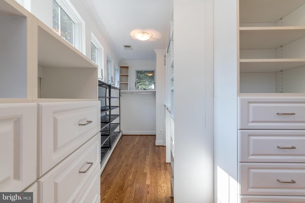 Master suite walk-in closet - 830 W BRADDOCK RD, ALEXANDRIA