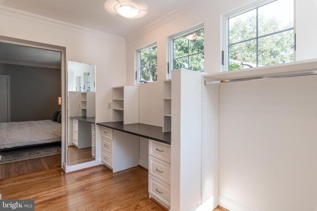 Master suite walk-in with dressing area - 830 W BRADDOCK RD, ALEXANDRIA