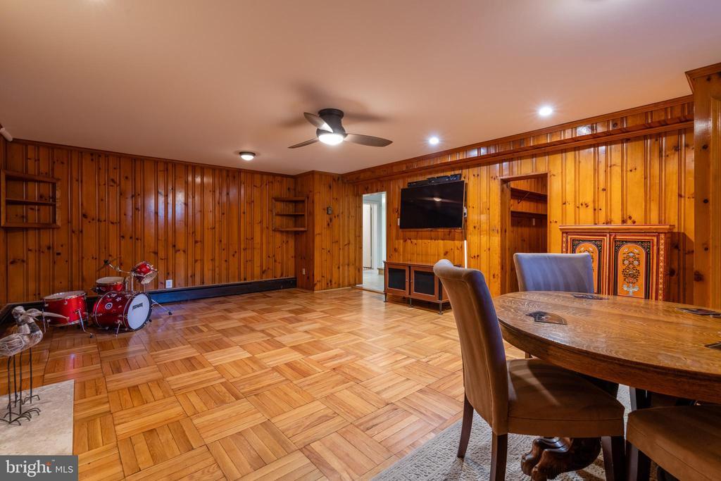 Spacious recreation room - 830 W BRADDOCK RD, ALEXANDRIA