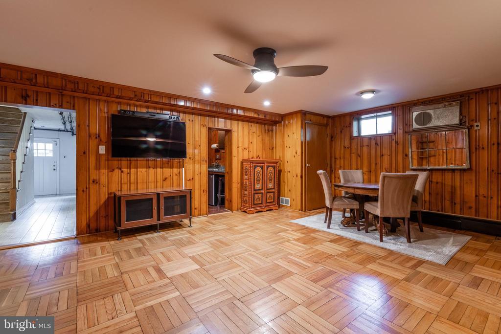 Lower level rec room w/wet bar & fireplace - 830 W BRADDOCK RD, ALEXANDRIA