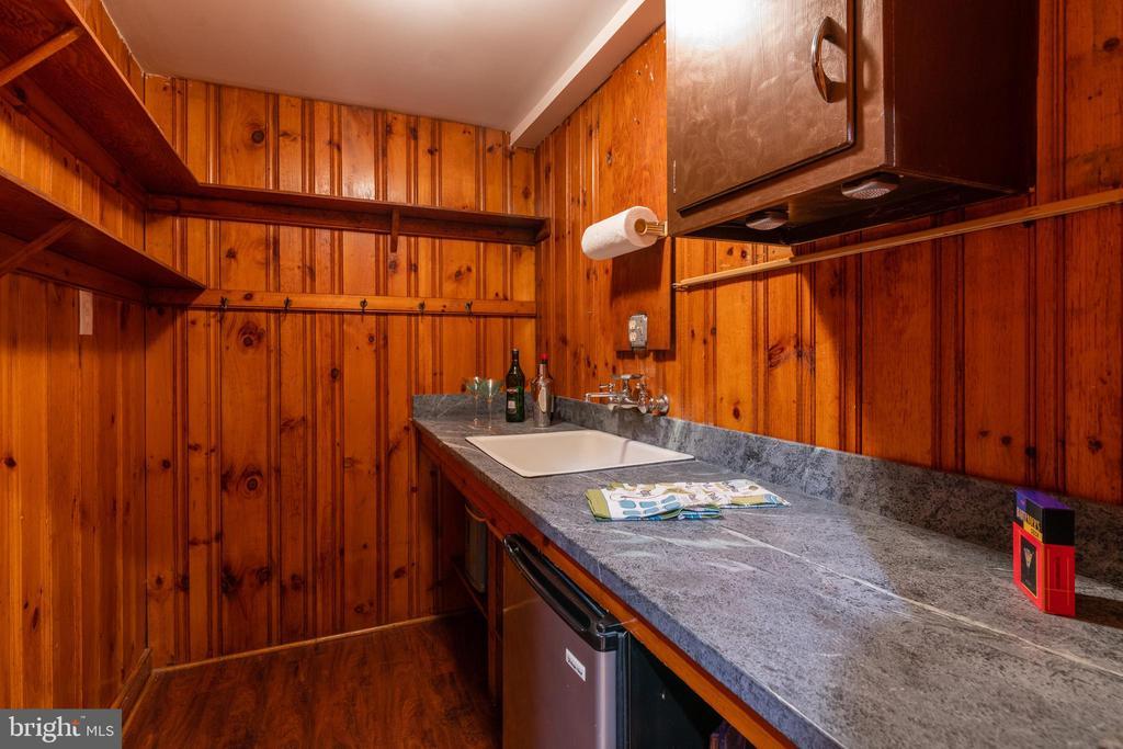 Wet bar in rec room - 830 W BRADDOCK RD, ALEXANDRIA