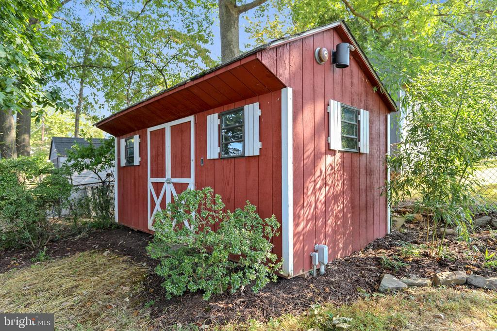 Spacious  shed with double door entry - 812 BOWIE RD, ROCKVILLE
