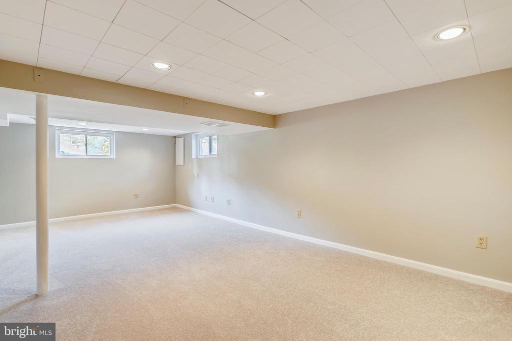 Windows, new carpet, inset lites and fresh paint - 812 BOWIE RD, ROCKVILLE