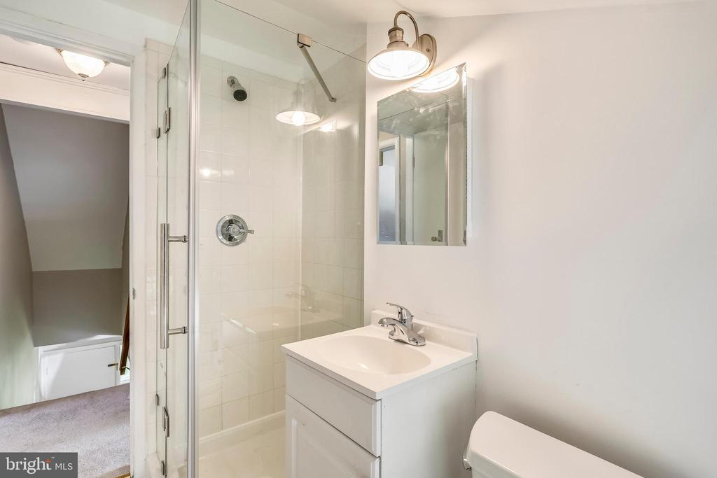 Full bathroom upstairs - new shower enclosure +++ - 812 BOWIE RD, ROCKVILLE