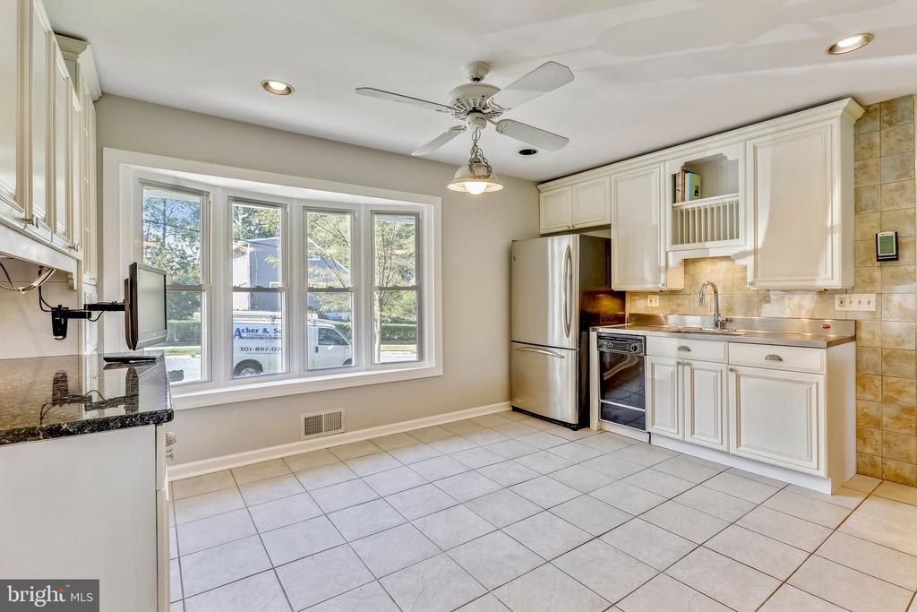 Updated, table space Kitchen - 812 BOWIE RD, ROCKVILLE