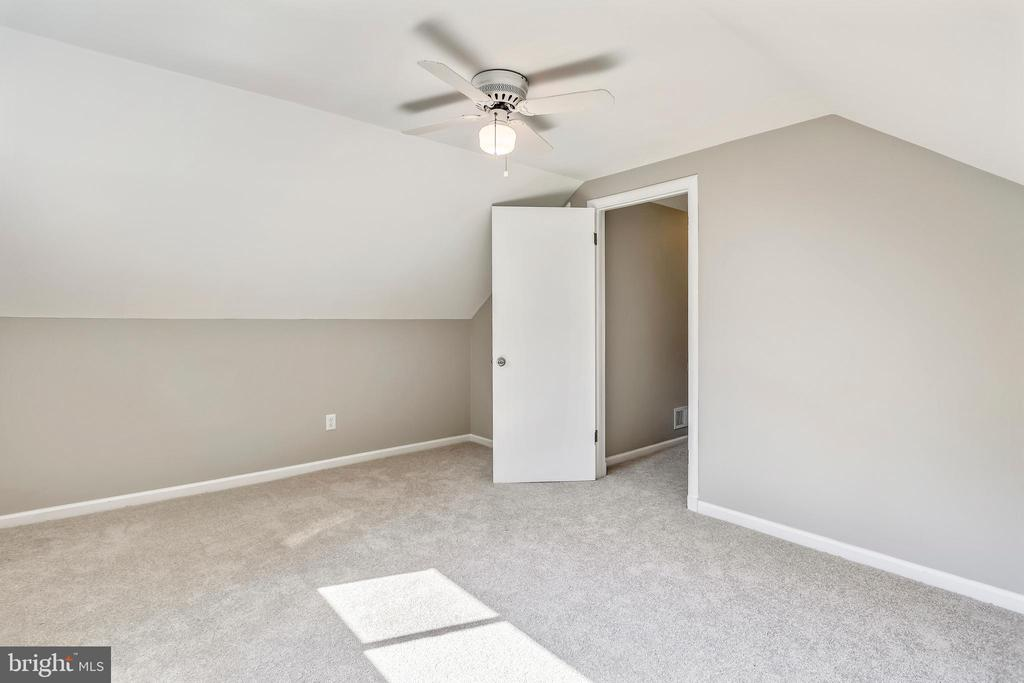 Room for full size furniture - 812 BOWIE RD, ROCKVILLE