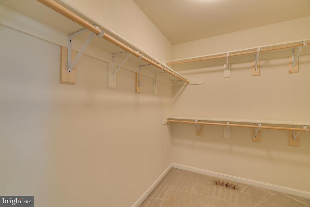 Walk in closet - 48 BOUNDARY DR, STAFFORD