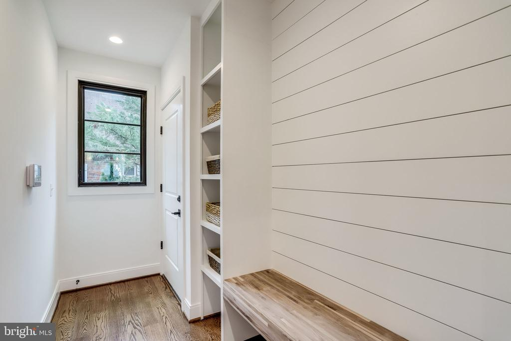 Mudroom - 908 21ST ST S, ARLINGTON