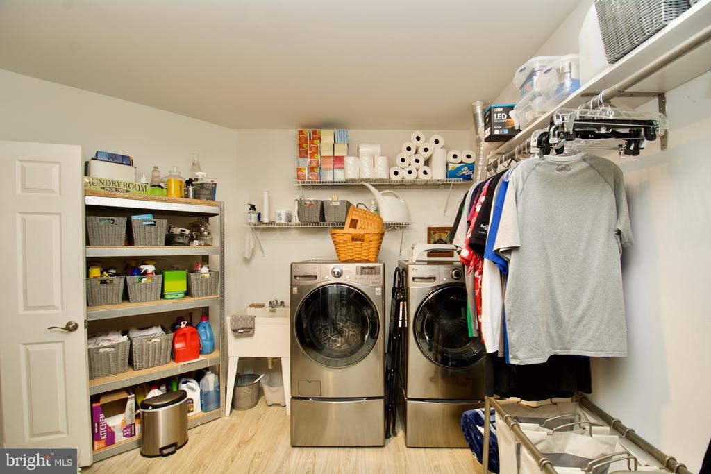 Laundry and convenient Storage - 5793 VALLEY VIEW DR, ALEXANDRIA