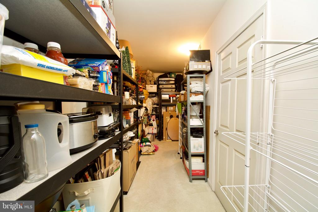WOW..can you say mucho storage! - 5793 VALLEY VIEW DR, ALEXANDRIA