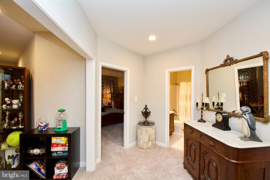 Full bath and bedroom on garage level entrance - 5793 VALLEY VIEW DR, ALEXANDRIA