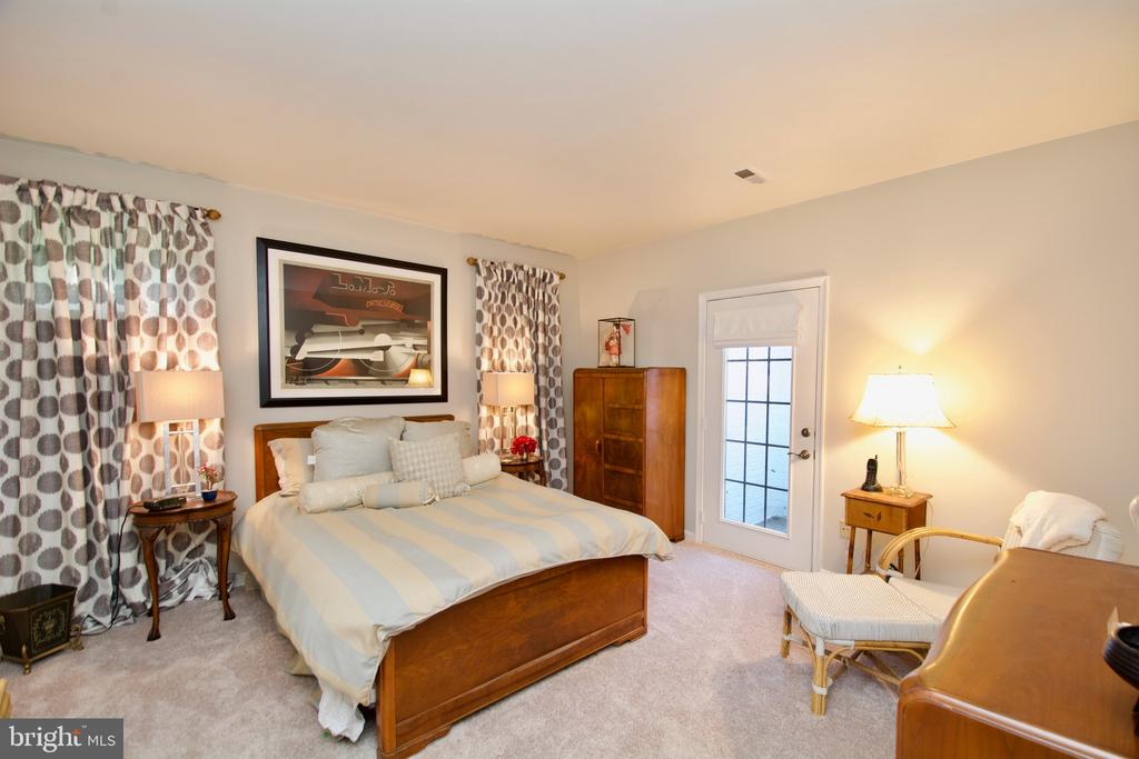 Full Bedroom on the LL with immediate walk out - 5793 VALLEY VIEW DR, ALEXANDRIA