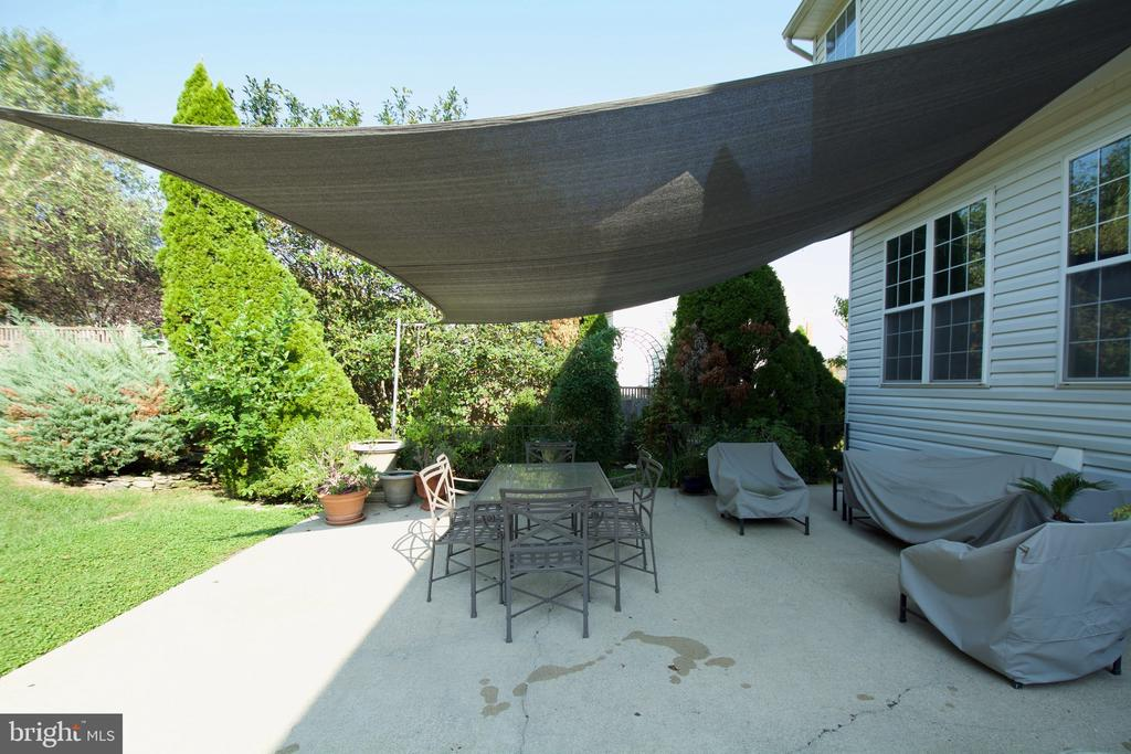 Covered area for those hot days! - 5793 VALLEY VIEW DR, ALEXANDRIA
