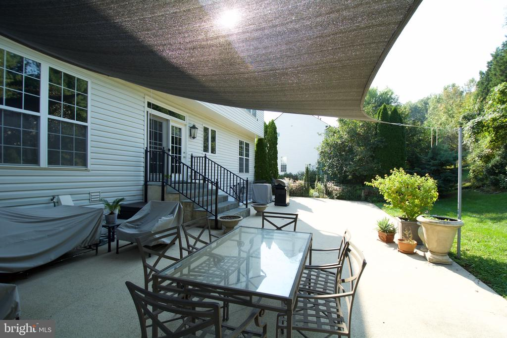 Covered for those hot days! - 5793 VALLEY VIEW DR, ALEXANDRIA