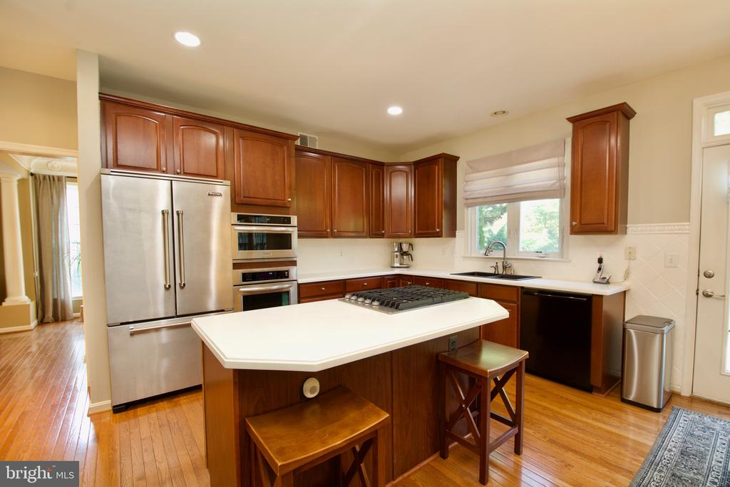 Spacious - now we can do some cooking! - 5793 VALLEY VIEW DR, ALEXANDRIA