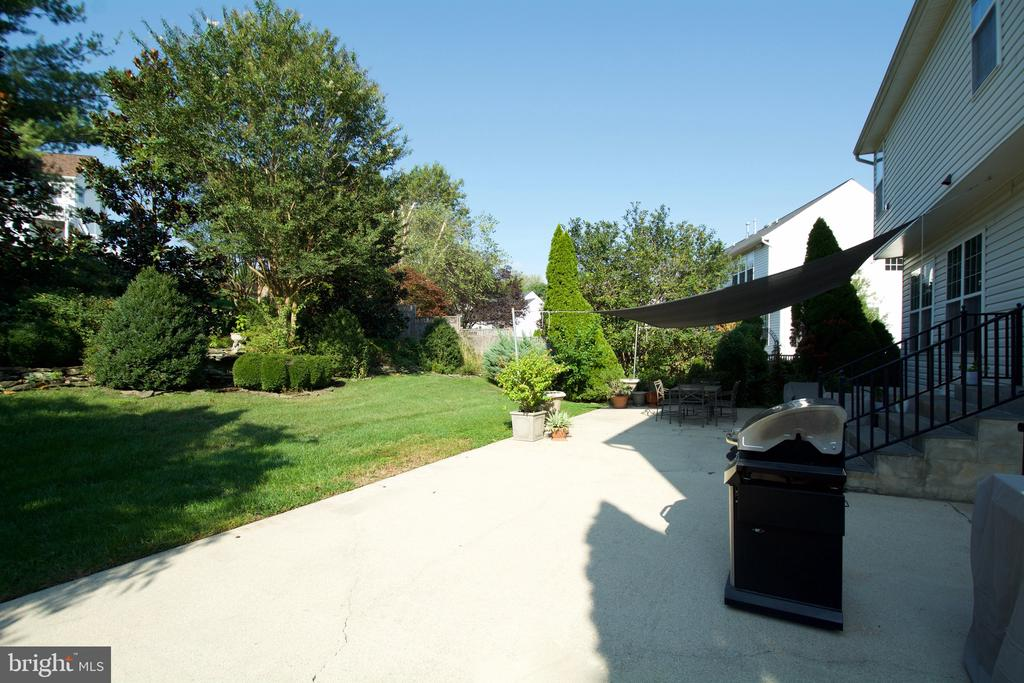 Huge patio for entertaining or family fun - 5793 VALLEY VIEW DR, ALEXANDRIA