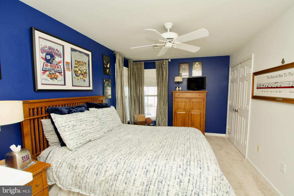 Bedroom 2 of 5 with ceiling fan - 5793 VALLEY VIEW DR, ALEXANDRIA