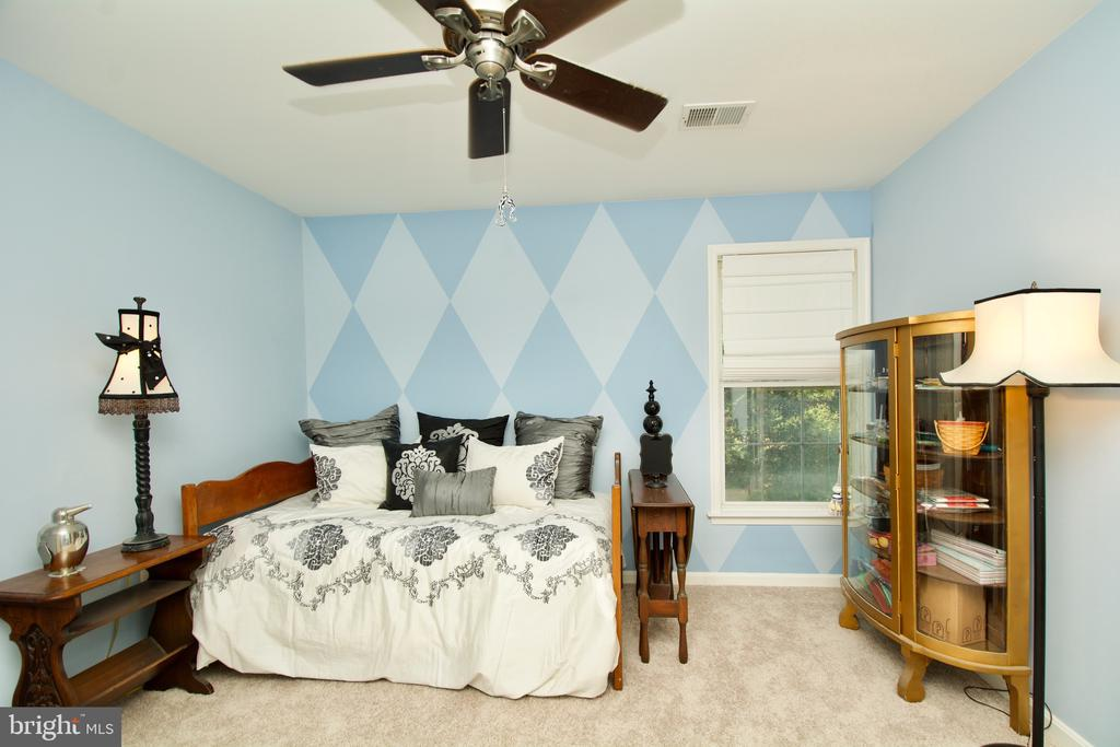 Bedroom 3 of 5 with ceiling fan - 5793 VALLEY VIEW DR, ALEXANDRIA